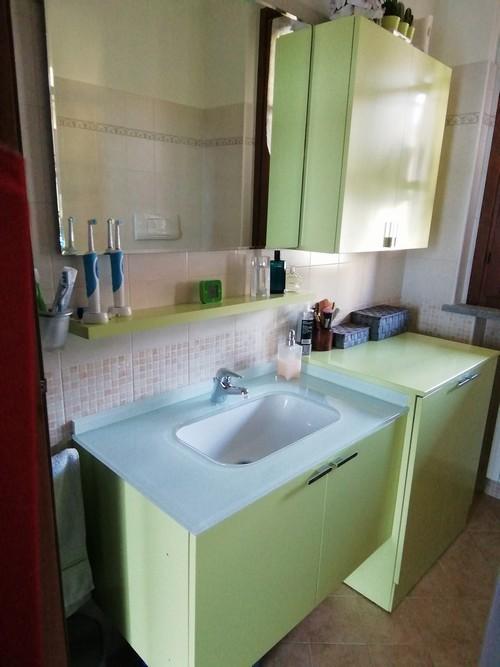 Mobile bagno verde acido