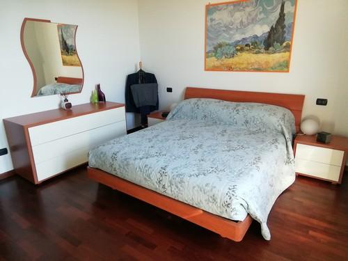 Camera letto matrimoniale (senza armadio, vendo